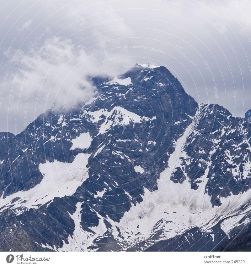Berg halt Natur Wolken dunkel Schnee Berge u. Gebirge Landschaft Regen Eis Felsen Klima bedrohlich Sturm Alpen Gipfel Gewitter Unwetter