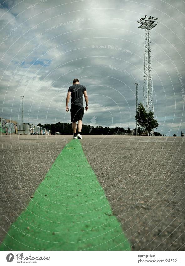 green line Mensch Mann grün Erwachsene Straße Traurigkeit Wege & Pfade gehen Linie Arbeit & Erwerbstätigkeit Verkehr laufen Platz einzigartig T-Shirt Ziel