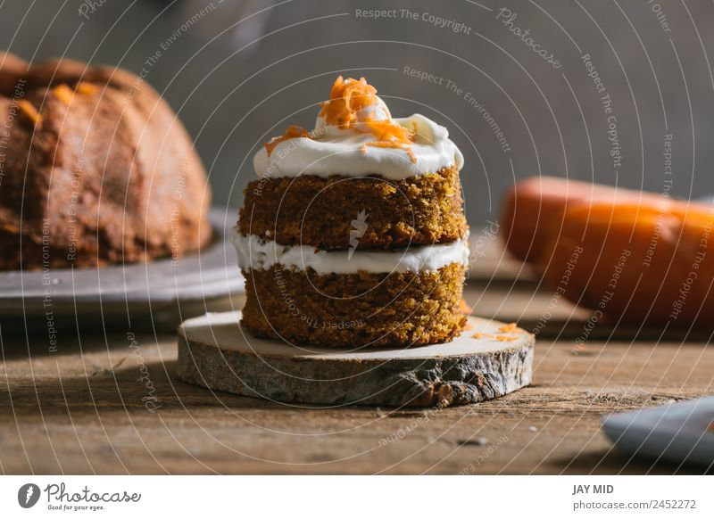 Mini-Karottenkuchen, gefüllt mit Frischkäse Backwaren Kuchen Möhre Sahne klein Käse Lebensmittel Gesunde Ernährung Foodfotografie Feinschmecker Dessert Kürbis