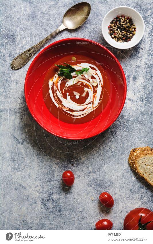 Tomatencremesuppe in roter Schüssel auf Grunge-Hintergrund Suppe Sahne Speise Gesunde Ernährung Vegetarische Ernährung Mahlzeit Pfeffer Kräuter & Gewürze