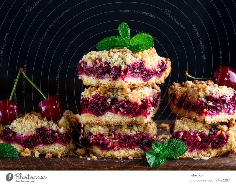 Torte mit Kirsche Frucht Kuchen Dessert Vegetarische Ernährung Tisch Holz frisch lecker braun gelb gold grün rot schwarz bröckeln Pasteten Backwaren