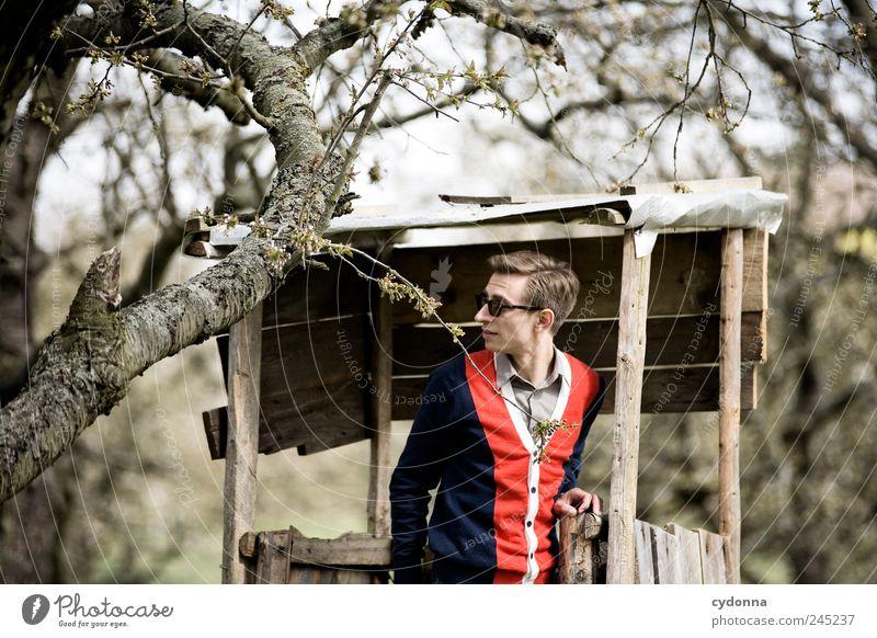 Auf der Jagd Lifestyle elegant Stil Wohlgefühl Ausflug Mensch Junger Mann Jugendliche 18-30 Jahre Erwachsene Umwelt Natur Baum entdecken Erholung Erwartung