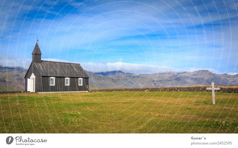 Schwarze Kirche in Budir, isländische Holzkirche mit Friedhof. Erholung ruhig Ferien & Urlaub & Reisen Tourismus Abenteuer Ferne Freiheit Camping Sommerurlaub