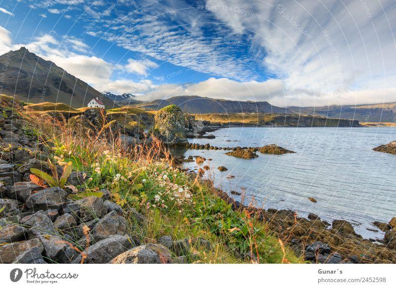 Allein stehendes Haus im Fischerdorf Arnarstapi in Island. Erholung ruhig Ferien & Urlaub & Reisen Tourismus Abenteuer Ferne Freiheit Camping Sommerurlaub