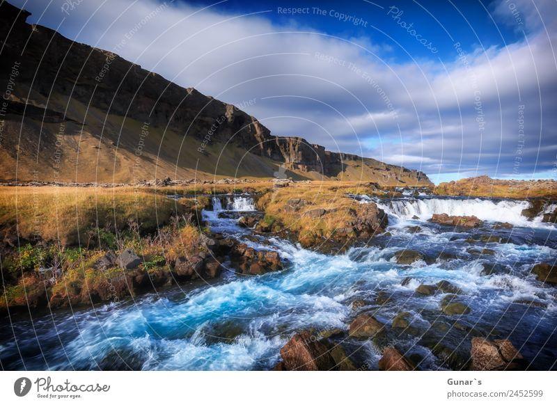 Türkis farbener Gletscherfluß in Island mit Wasserfall. Erholung ruhig Ferien & Urlaub & Reisen Tourismus Abenteuer Freiheit Camping Sommerurlaub