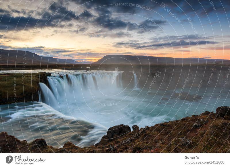 Godafoss, Islande, berühmter Wasserfall in Island. Erholung ruhig Ferien & Urlaub & Reisen Tourismus Ausflug Abenteuer Ferne Freiheit Camping Sommerurlaub