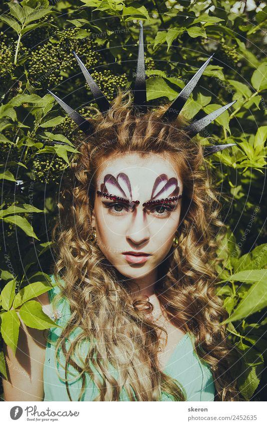 Mensch Natur Jugendliche Junge Frau Sommer 18-30 Jahre Lifestyle Erwachsene feminin Feste & Feiern Garten Party Mode Park elegant Schönes Wetter