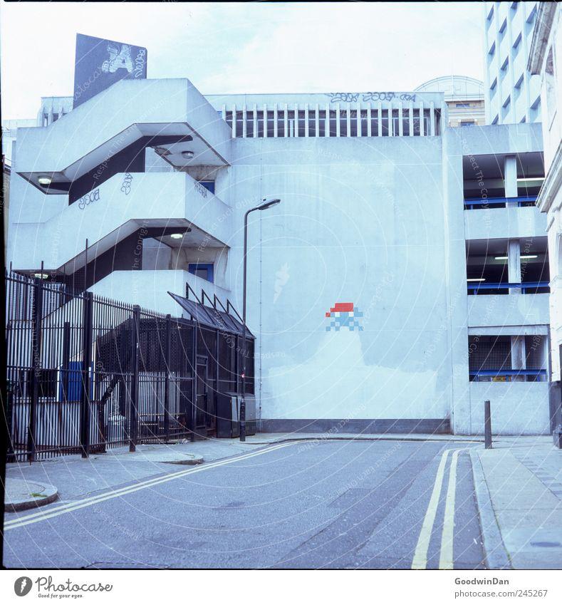 German Invaders Haus Straße Wand Architektur Mauer Kunst Fassade groß frei modern authentisch außergewöhnlich Hauptstadt Originalität Kunstwerk