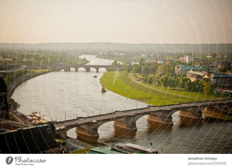 Dresden Deutschland Europa Stadt Hauptstadt Brücke Stimmung hell Fluss Elbwiese Elbe Flussufer Sachsen historisch Altstadt Brückenbau Wasserfahrzeug Dampfschiff