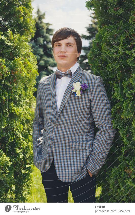 Porträt eines stilvollen Bräutigams am Hochzeitstag Mensch maskulin Junger Mann Jugendliche Erwachsene Haare & Frisuren Gesicht Auge Mund 1 18-30 Jahre Umwelt