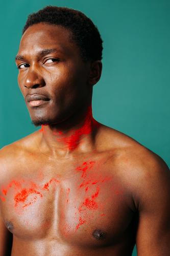Afrikanischer Typ, gemalt mit trockener Farbe. Lifestyle Stil schön Körperpflege Freizeit & Hobby Spielen Sport Fitness Sport-Training Sportler Mensch maskulin