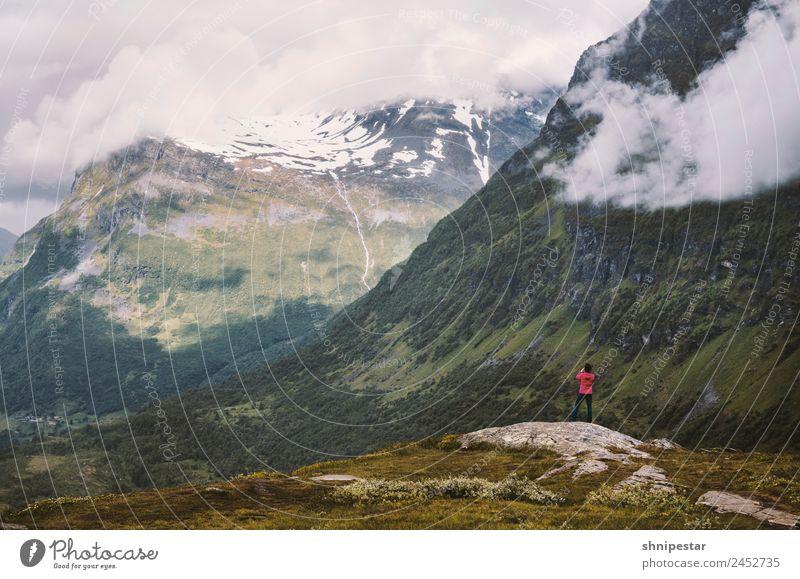 Geiranger Fjord Ferien & Urlaub & Reisen Tourismus Ausflug Abenteuer Kreuzfahrt Expedition Berge u. Gebirge wandern Digitalkamera Mensch feminin Junge Frau
