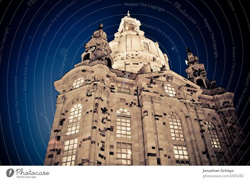 Frauenkirche blau Religion & Glaube braun Deutschland Beleuchtung Kirche Europa Bauwerk Frieden Dresden Stadtzentrum Zerstörung erleuchten Hauptstadt