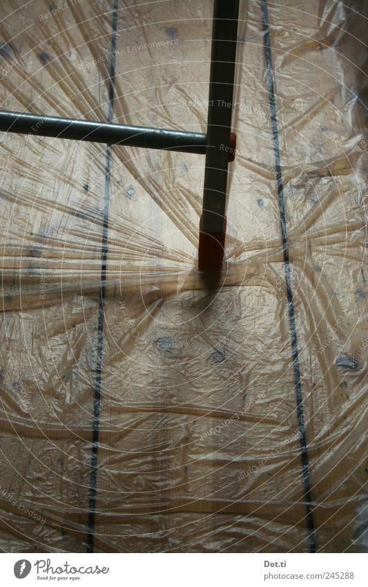 bodenschonen Renovieren Holz Metall Kunststoff Schutz Folie zudecken Leiter Aluminium Falte Boden Holzfußboden Bodendielen heimwerken Farbfoto Gedeckte Farben
