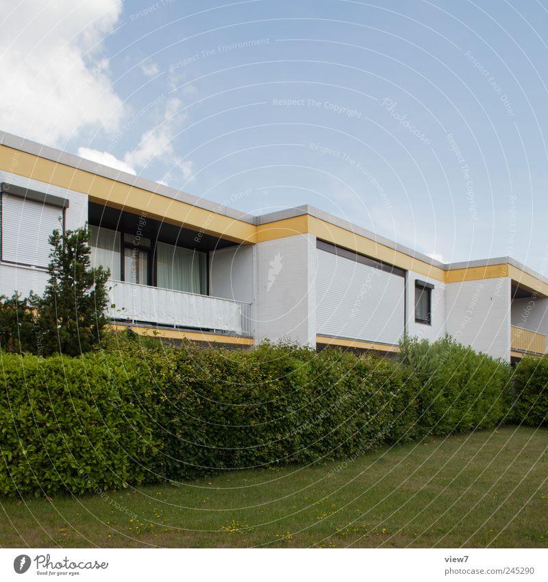 Siedlung Wohnung Haus Einfamilienhaus Bauwerk Gebäude Architektur Mauer Wand Fassade Balkon Garten Fenster Stein Beton Streifen authentisch einfach elegant