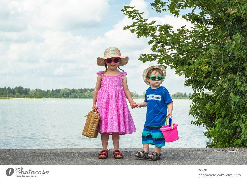 Siblings ready for vacation Mensch Ferien & Urlaub & Reisen Erholung Freude Strand Familie & Verwandtschaft Baby warten