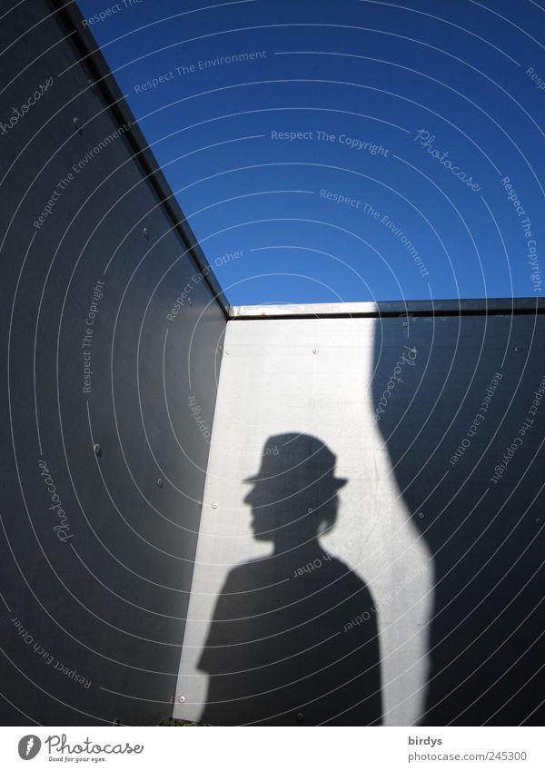 Selbstprofilierung Mensch blau Sommer schwarz grau Kopf maskulin ästhetisch stehen einzigartig außergewöhnlich Gelassenheit Hut Geländer Surrealismus