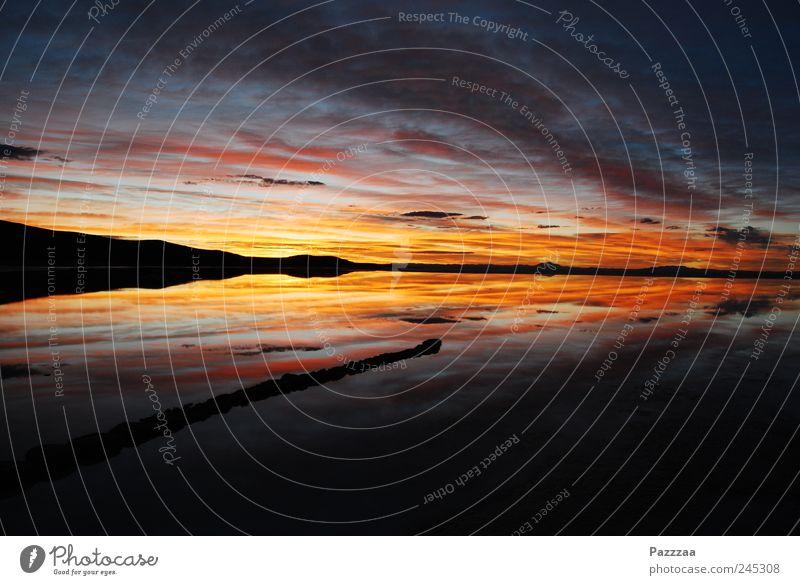 Salar de Uyuni für Frühaufsteher Himmel Wasser blau rot Ferien & Urlaub & Reisen Landschaft Stimmung Luft See Horizont ästhetisch Feuer genießen Symmetrie