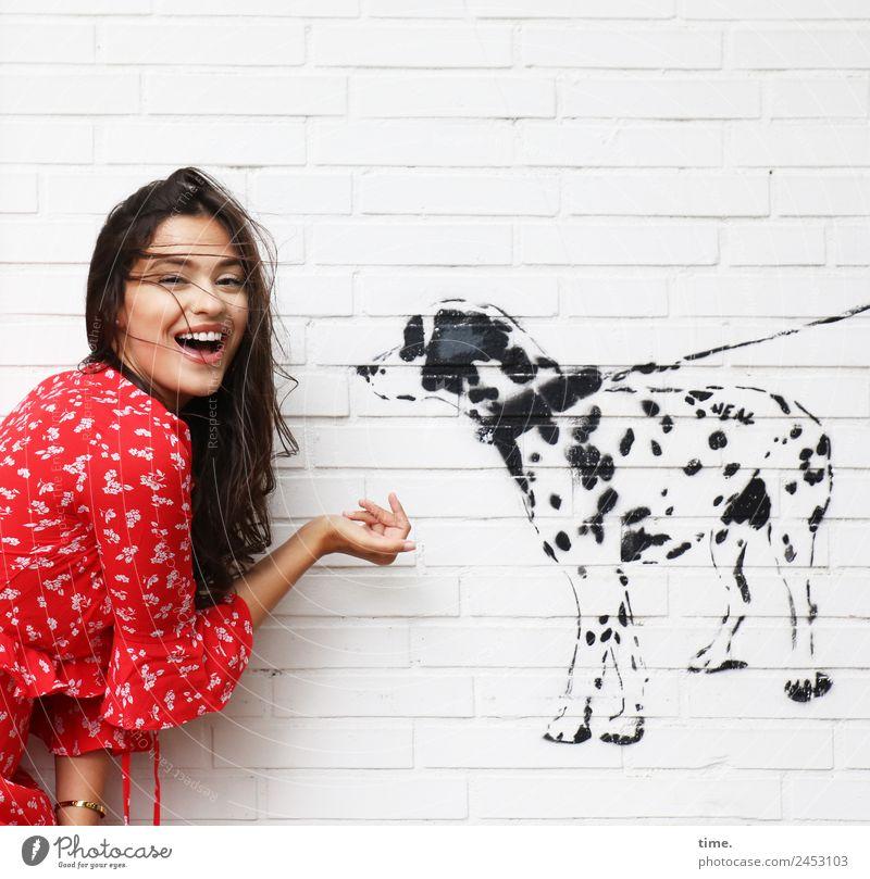 Jessica Frau Mensch Hund Tier Freude Erwachsene Leben Graffiti Wand feminin Bewegung lachen Mauer Kommunizieren Fröhlichkeit Lebensfreude