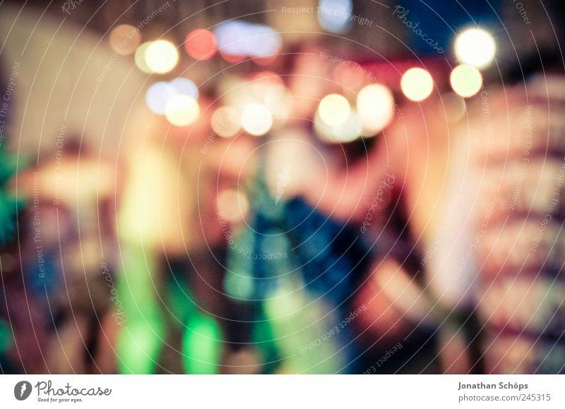 Kreislichter / Tanzende. Lifestyle Freude Mensch Leben Menschengruppe ästhetisch Gefühle Stimmung Party Stadtleben Nachtleben mehrfarbig leuchten Bewegung