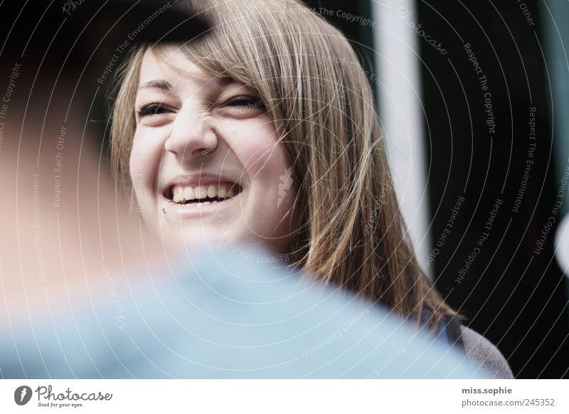 her laugh feminin Junge Frau Jugendliche Gesicht genießen Lächeln lachen leuchten Freundlichkeit Fröhlichkeit Glück lustig natürlich schön Freude Lebensfreude