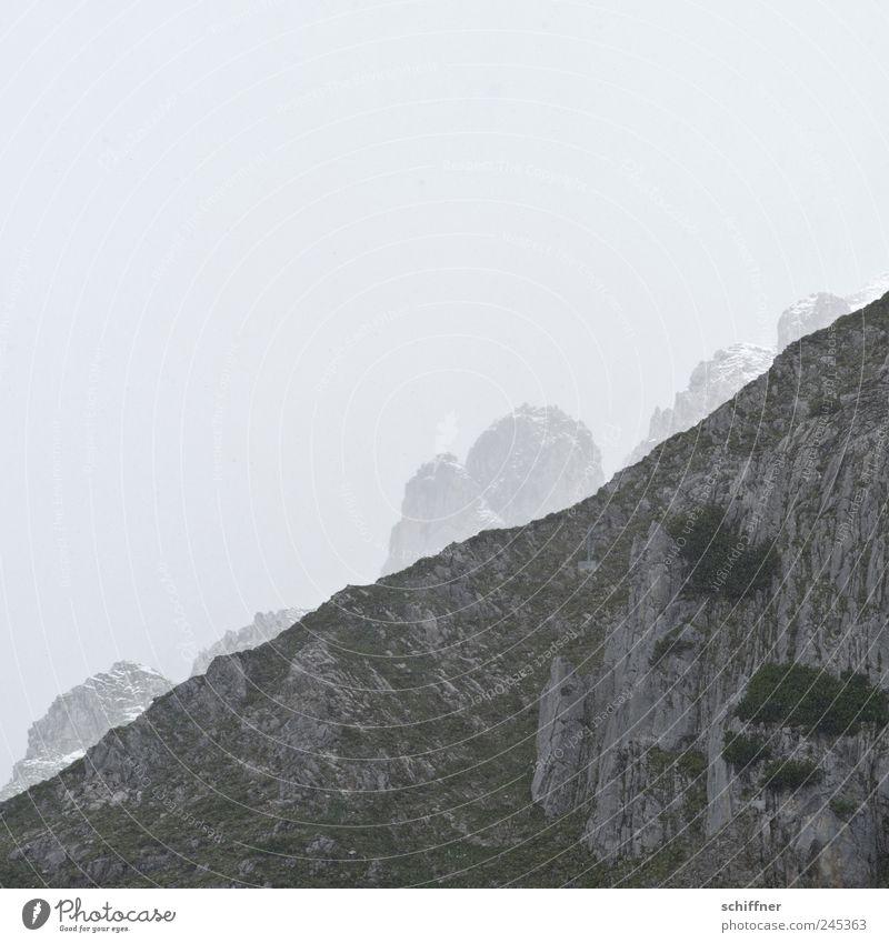 Bergteufel Landschaft schlechtes Wetter Nebel Felsen Alpen Berge u. Gebirge Gipfel Schneebedeckte Gipfel bedrohlich Ferne verstecken entdecken Berghang