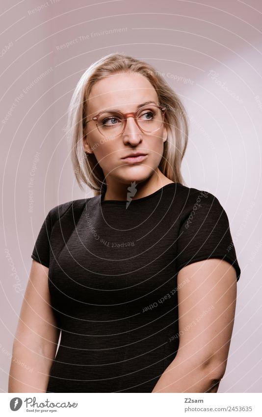 OPTISCH ansprechend Lifestyle elegant Stil Design feminin Junge Frau Jugendliche 18-30 Jahre Erwachsene 30-45 Jahre Mode Kleid Brille blond langhaarig schön