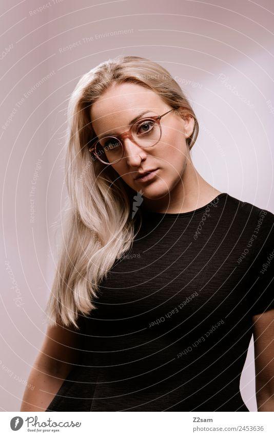 Eyewear Lifestyle elegant Stil Design schön feminin Junge Frau Jugendliche 18-30 Jahre Erwachsene Mode Kleid Brille blond langhaarig Coolness trendy modern