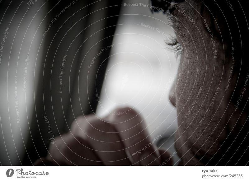 fixiert Mensch Hand weiß ruhig schwarz Erwachsene Erholung kalt Haare & Frisuren Denken träumen PKW Stimmung braun Zufriedenheit warten