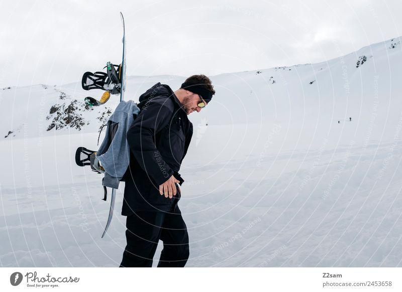 Skitour   Snowboard   Aufstieg Himmel Natur Ferien & Urlaub & Reisen Jugendliche Junger Mann Landschaft Winter Berge u. Gebirge Erwachsene Schnee Tourismus