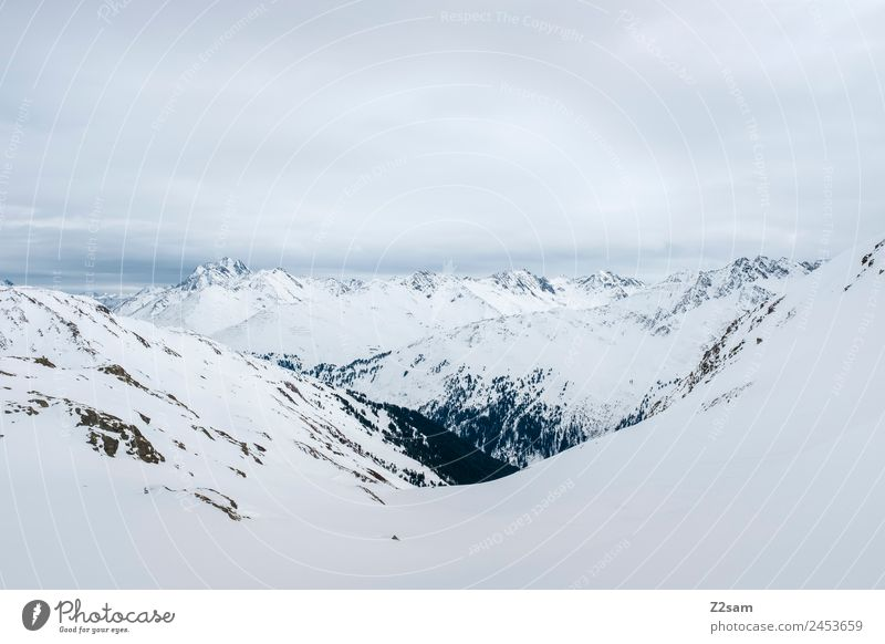 Arlberg | Österreich Umwelt Natur Landschaft Himmel Winter schlechtes Wetter Eis Frost Schnee Alpen Berge u. Gebirge Schneebedeckte Gipfel dunkel gigantisch