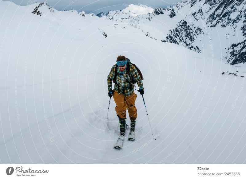 Skitour | Aufstieg | Tiefschnee Abenteuer Freiheit Winter Winterurlaub Berge u. Gebirge Skier Junger Mann Jugendliche Natur Landschaft Schnee Alpen