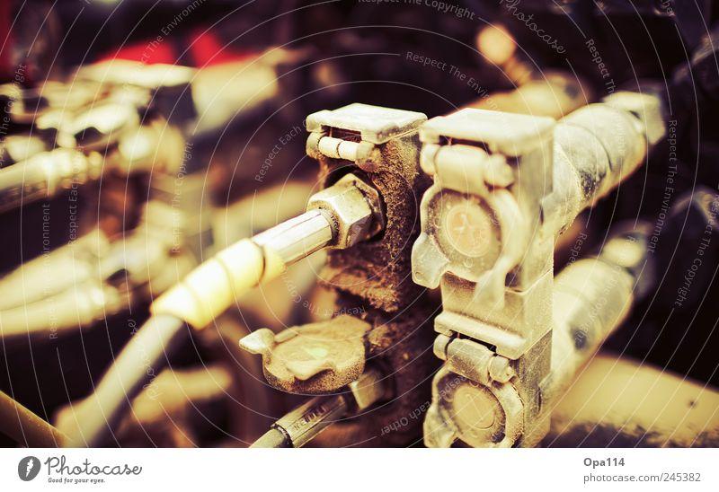 Öldruckschlauch schwarz gelb braun Industrie Landwirtschaft Mobilität Maschine Forstwirtschaft Traktor Genauigkeit