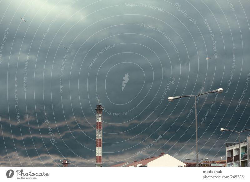 Unwetterwarnung Himmel Stadt dunkel Regen Wetter Angst Wind Klima trist Turm leuchten Hafen Sturm Laterne schlechtes Wetter