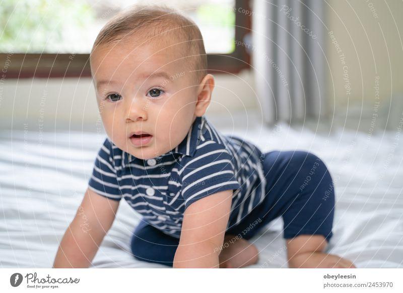 Frau Kind Mensch blau schön weiß Gesicht Erwachsene gelb lustig lachen Junge Glück klein träumen Kindheit