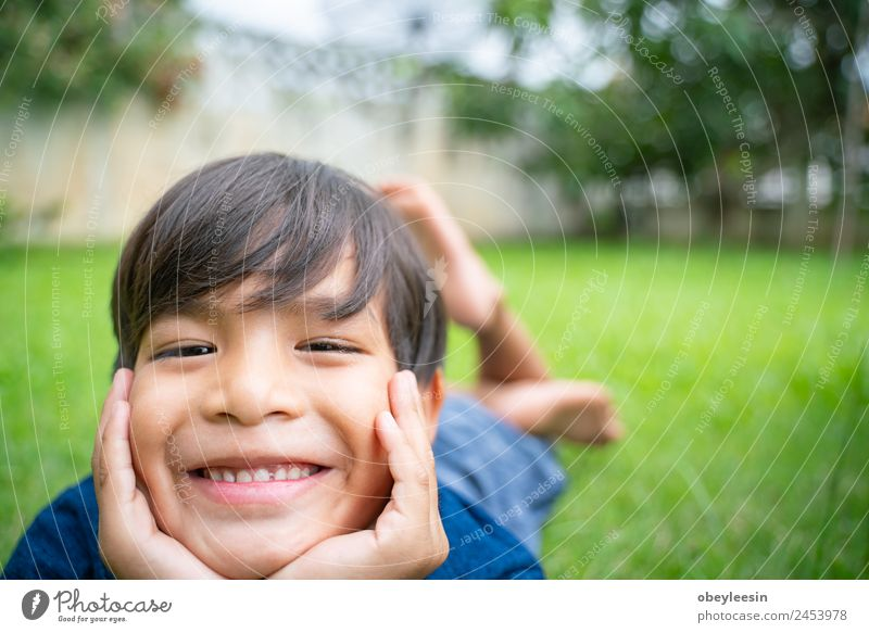 Kind Mensch Mann schön Freude Gesicht Erwachsene lachen Junge Glück klein Spielen Garten Park Kindheit Lächeln