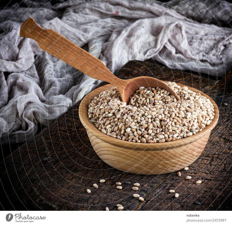 Weizenkorn in einer Holzschale Brot Vegetarische Ernährung Teller Schalen & Schüsseln Löffel Tisch oben braun gelb weiß Korn Hintergrund ganz Müsli Lebensmittel