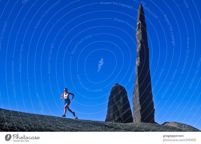 Mensch Frau Erwachsene Leben Landschaft Sport Berge u. Gebirge wandern rennen Abenteuer Fitness sportlich Lebensfreude Gleichgewicht Sport-Training