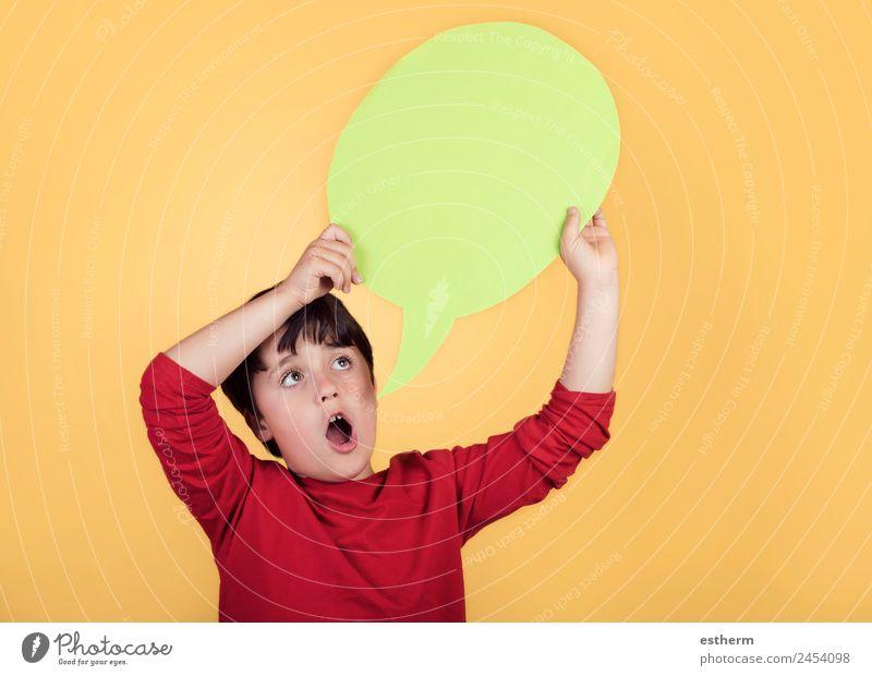 Kind Mensch Freude Lifestyle sprechen lustig Gefühle Junge Glück Spielen Design maskulin Kommunizieren Kindheit Schilder & Markierungen Lächeln
