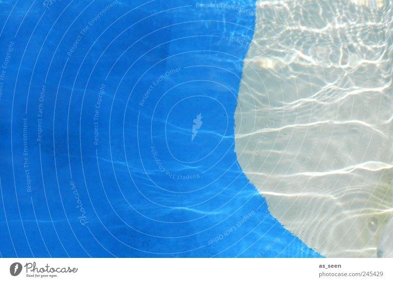 Wasserblau blau Wasser weiß ruhig Erholung Wellen Wellness Schwimmbad Flüssigkeit Spa
