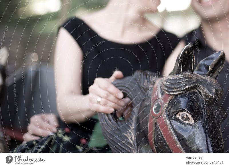 Vintage Freizeit & Hobby Jahrmarkt Mensch Frau Erwachsene Mann Paar Partner Auge Arme 2 Verkehrsmittel Schmuck Ring Kommunizieren Lächeln lachen alt trendy