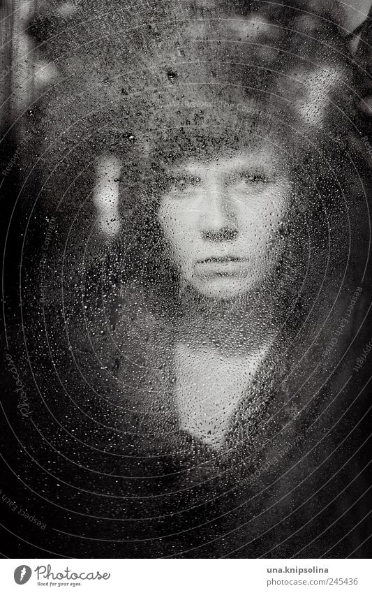 can't help myself Frau Mensch Jugendliche Einsamkeit dunkel feminin Fenster Gefühle träumen Traurigkeit Regen Umwelt Stimmung Erwachsene Mode Glas