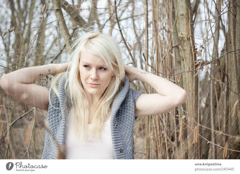 dressed Frau Mensch Natur Jugendliche Baum schön Pflanze Wald feminin Umwelt blond Erwachsene Bekleidung Sträucher beobachten