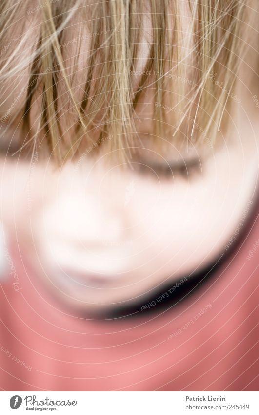 in Gedanken Mensch Kind schön Auge Erholung Spielen Junge Kopf Stimmung Kindheit Zufriedenheit Freizeit & Hobby maskulin ästhetisch Hoffnung einzigartig