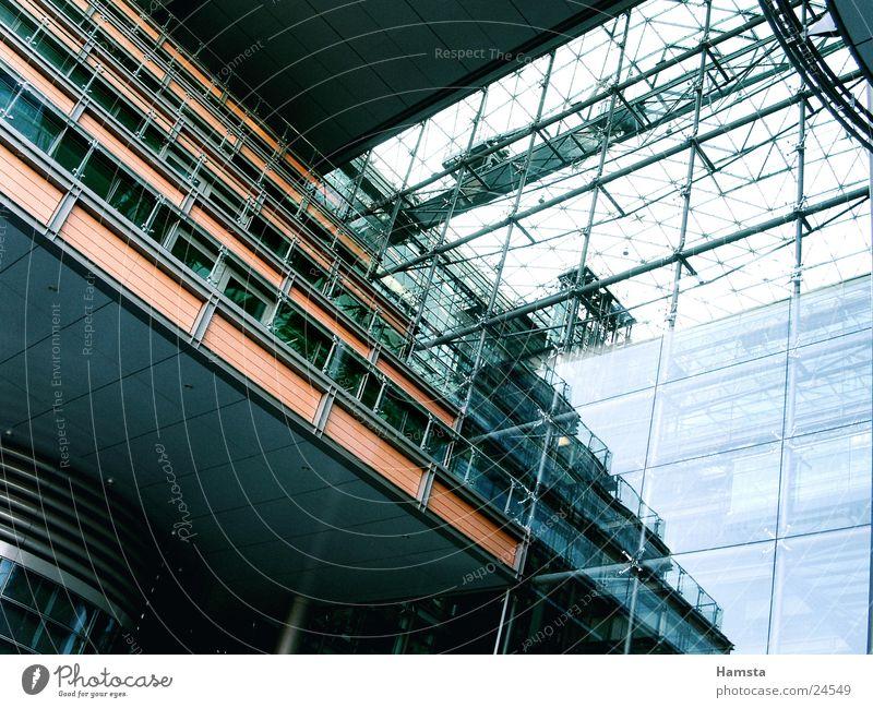 Licht und Glas 2 Fassade Haus Balkon Licht & Schatten Reflexion & Spiegelung Stahl Froschperspektive Potsdamer Platz Fenster Architektur blau Farbe Perspektive