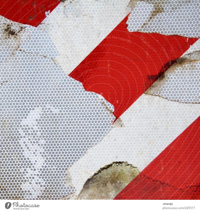 Abriss Design Verkehrszeichen Linie Streifen dreckig einzigartig kaputt rot weiß Farbe Vergänglichkeit Wabe Wabenmuster Bake Farbfoto Nahaufnahme abstrakt