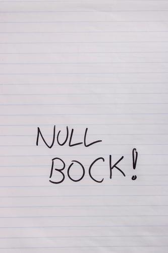 Null Bock! Schule Schüler Studium Büroarbeit Arbeitsplatz Business Papier Zettel schreiben Schriftzeichen Blockschrift Langeweile Filzstift handschriftlich