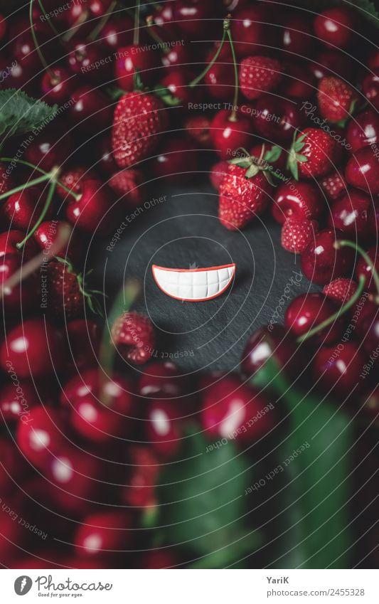 red smile Lebensmittel Frucht Bioprodukte Vegetarische Ernährung Diät rot lachen Lächeln grinsen Kirsche Beeren Himbeeren Erdbeeren Lippen frisch lecker