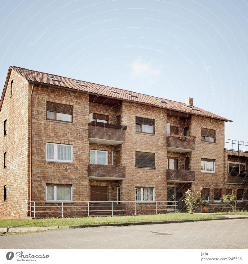 braunhausen Himmel blau grün Pflanze Haus Wiese Fenster Architektur Gebäude braun Tür Fassade Dach Bauwerk