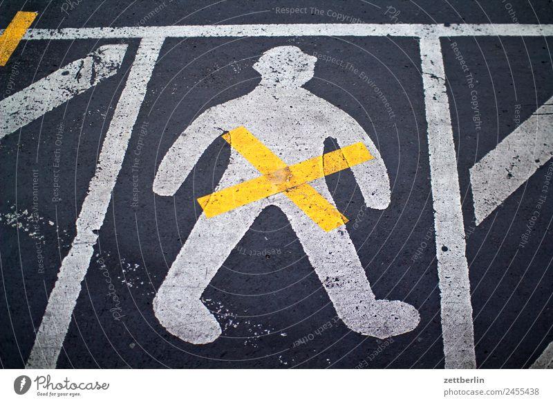 Gender Asphalt Fahrbahnmarkierung Hinweisschild Warnhinweis Kreuz Linie Mann Schilder & Markierungen Mensch Menschenleer Navigation Orientierung Piktogramm